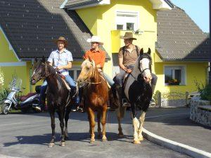 Blagoslov motorjev in konj na Veliki Dolini
